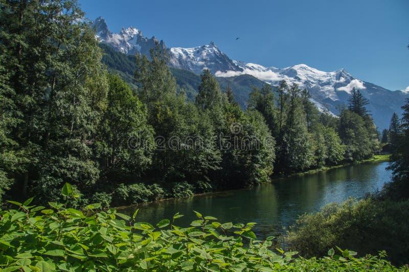 Landschaft von französischen Alpen im Sommer lizenzfreie stockfotografie