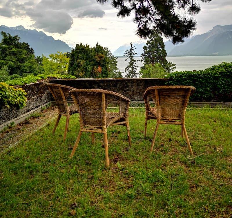 Landschaft von Genfersee und von Schweizer Alpen lizenzfreie stockbilder