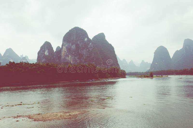Landschaft von Guilin-, Li River- und Karstbergen Nahe gefunden stockbild