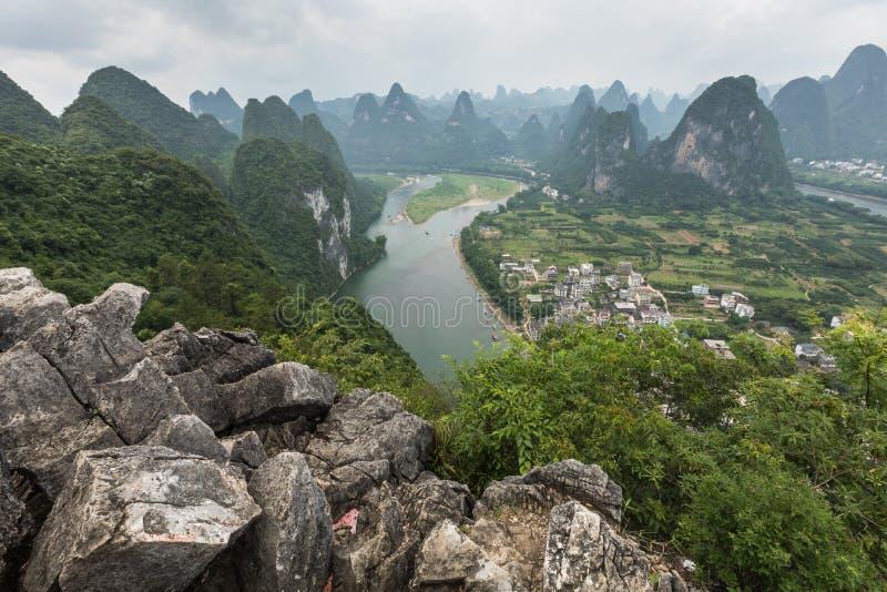Landschaft von Guilin-, Li River- und Karstbergen Nahe gefunden lizenzfreies stockbild