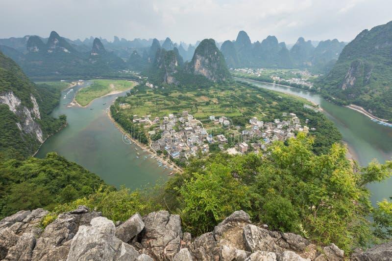 Landschaft von Guilin-, Li River- und Karstbergen Nahe gefunden lizenzfreies stockfoto