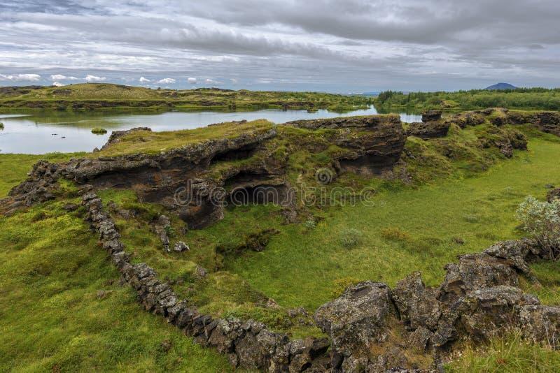 Landschaft von Hofdi-Vorgebirge im Mytavn Seebereich in Nord-Island lizenzfreies stockbild