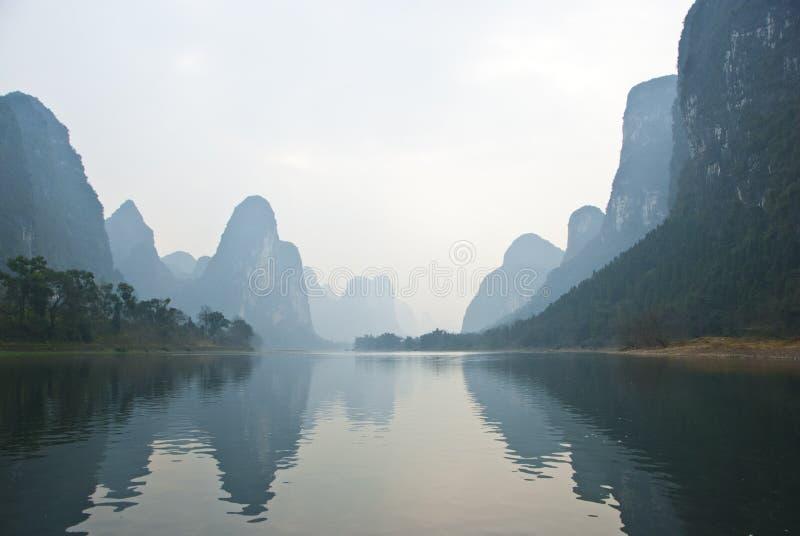 Landschaft von Li-Fluss im Winter, Guilin, China lizenzfreie stockfotos
