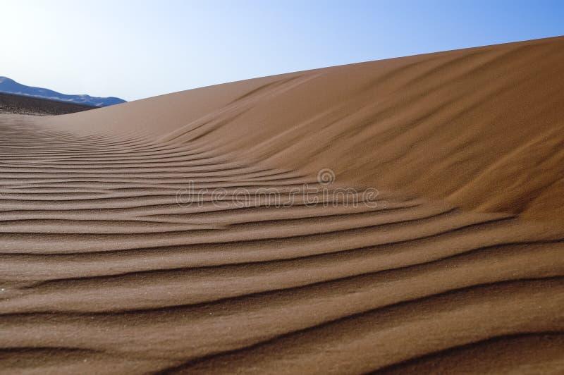 Landschaft von Sanddünen in der Wüste von Unebenheit ` Al Khali lizenzfreie stockfotografie