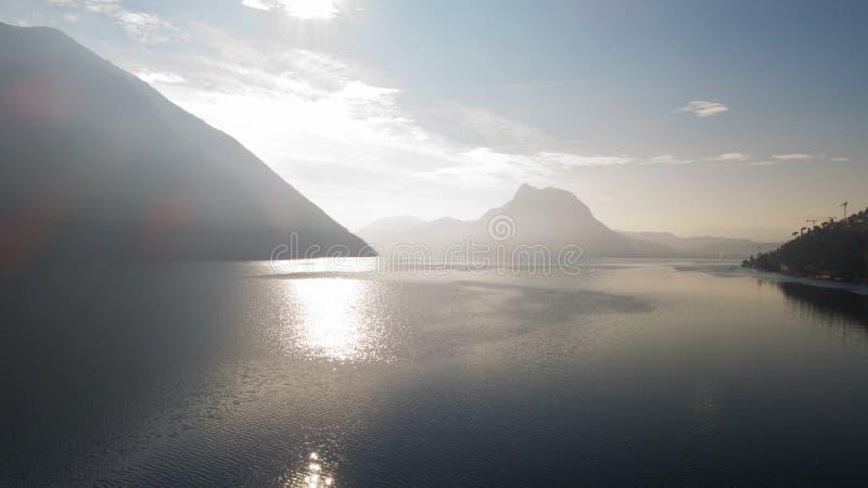 Landschaft von See Lugano, Nebel stockfotos