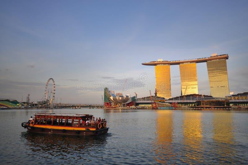 Landschaft von Singapur mit der neuen Rücksortierung stockfotos