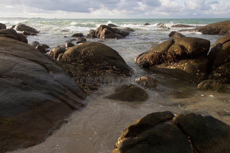 Landschaften, die Schönheit von großen Felsen und Meer lizenzfreies stockfoto