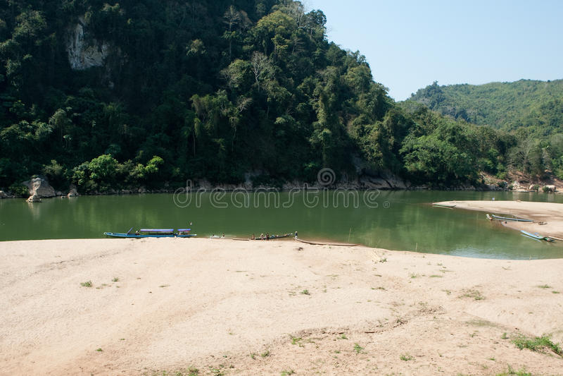 Landschaftfluß Nam Ou in Laos lizenzfreie stockfotografie