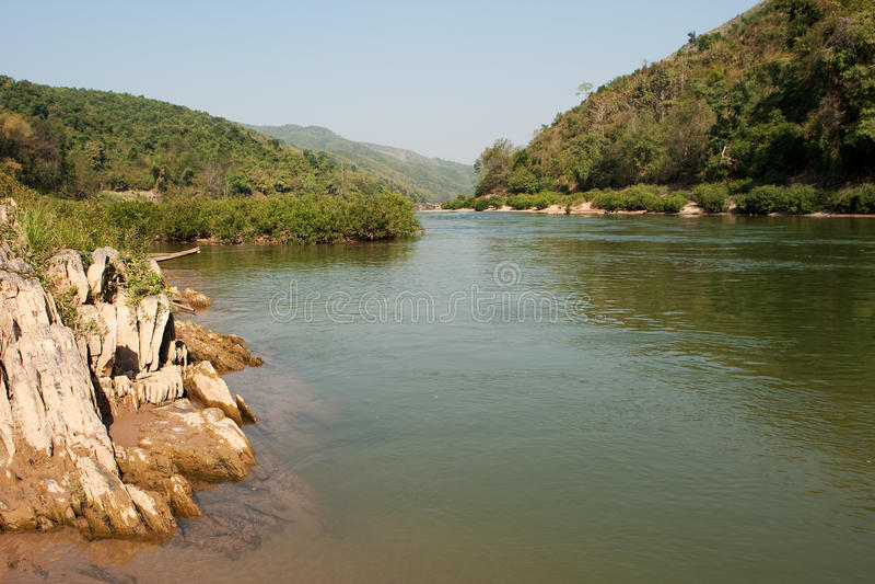 Landschaftfluß Nam Ou in Laos lizenzfreies stockfoto