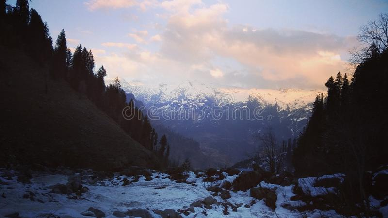Landschafts- + manaliabend stockbild