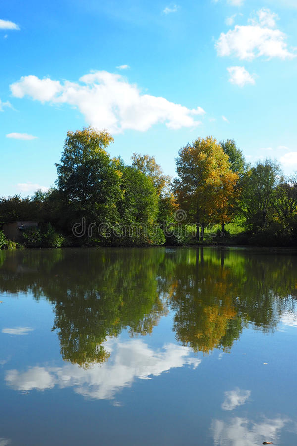 Landschafts-Reflexion lizenzfreie stockbilder