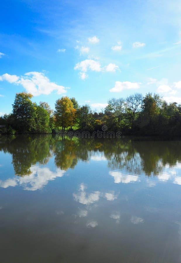 Landschafts-Reflexion lizenzfreies stockfoto