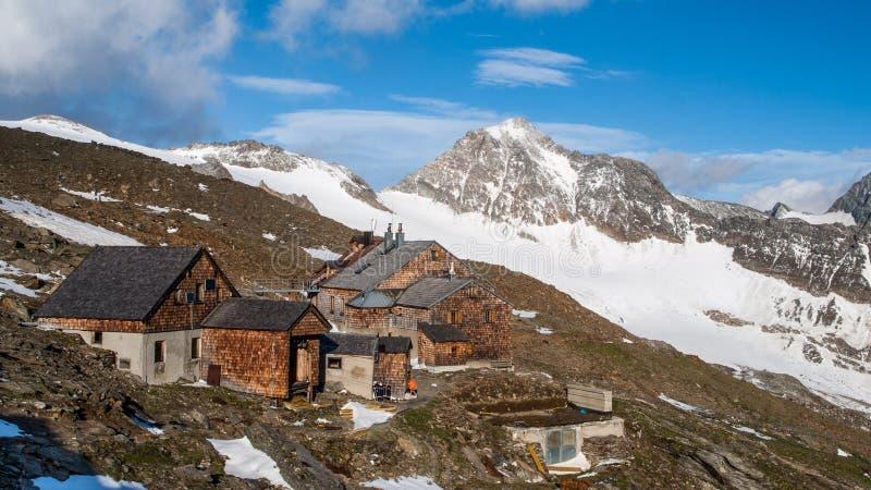 Landschaftsansicht der Defreggerhaus-Gebirgshütte stockbilder
