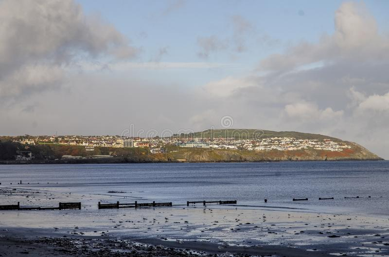 Landschaftsansicht des Strandes und der Küstenlinie in Isle of Man lizenzfreies stockfoto