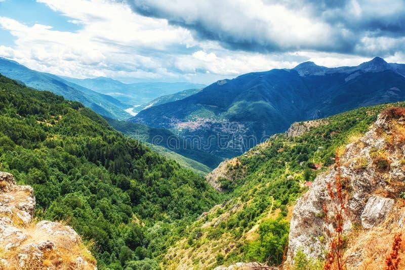 Landschaftsansicht von Mavrovo lizenzfreie stockfotografie