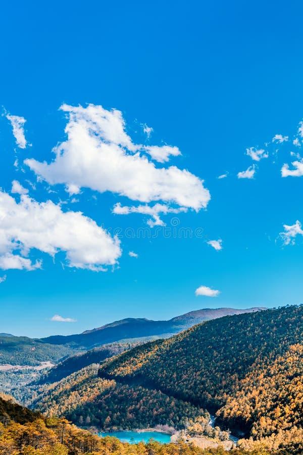 Landschaftsbild von Blue Moon-Tal im Yulong-Schnee-Berg, Lijiang, Yunnan, China lizenzfreie stockfotos