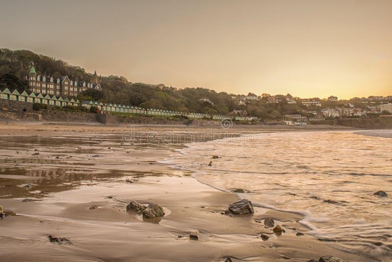 Landschaftsbild von Langland-Bucht in Swansea lizenzfreies stockbild