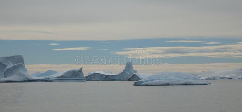 Landschaftseis und -gletscher bei der Antarktis stockfoto