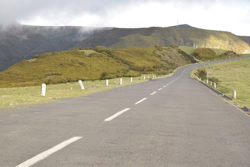 Landschaftsgerade Straße auf dem Berg lizenzfreie stockfotos