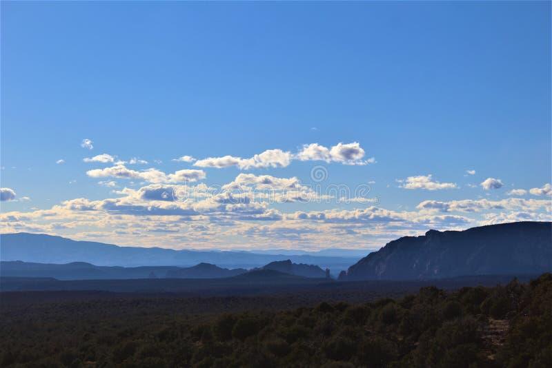 Landschaftslandschaft, zwischenstaatliche 17, Fahnenmast nach Phoenix, Arizona, Vereinigte Staaten lizenzfreies stockfoto