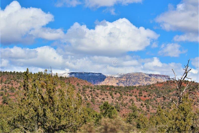 Landschaftslandschaft, zwischenstaatliche 17, Phoenix zum Fahnenmast, Arizona, Vereinigte Staaten stockfotos