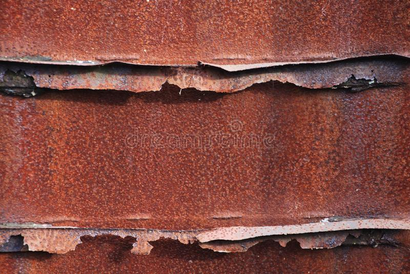 Landschaftspark Duisburg, Alemanha: Feche acima de oxidado polvilhado corroído resistiu à superfície áspera do metal marrom com s fotos de stock royalty free