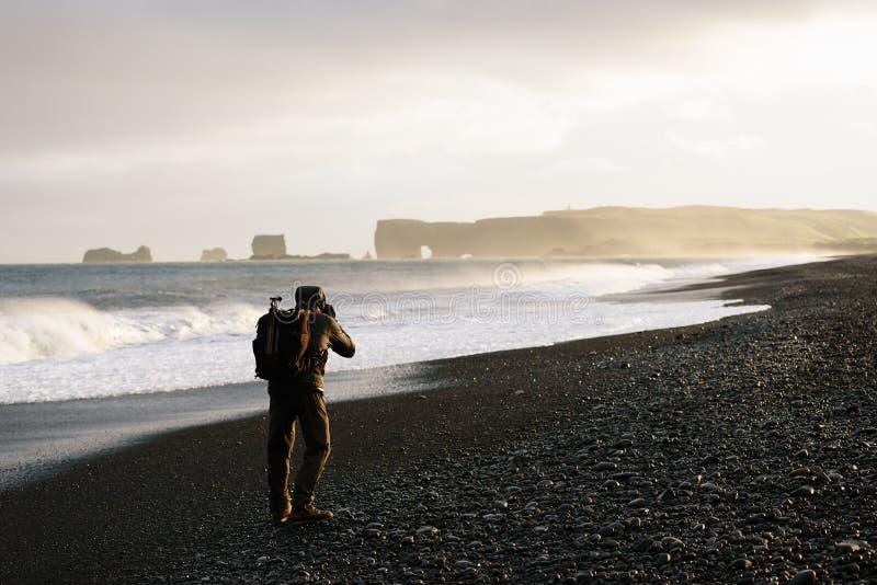 Landschaftsphotograph in Island stockbild