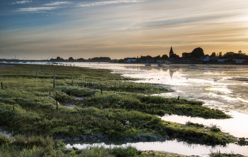Landschaftsruhiger Hafen bei Sonnenuntergang stockfotos