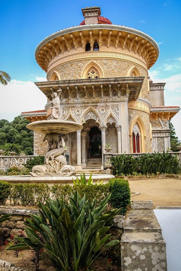 Landschap bij Monseraty-park met mooi huis, Cintra, Portug royalty-vrije stock afbeeldingen