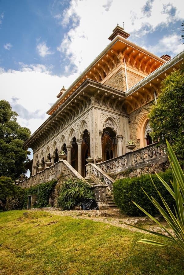 Landschap bij Monseraty-park met mooi huis, Cintra, Portug royalty-vrije stock foto