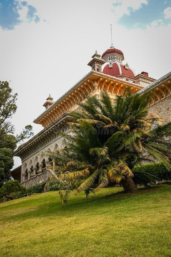 Landschap bij Monseraty-park met mooi huis, Cintra, Portug royalty-vrije stock fotografie