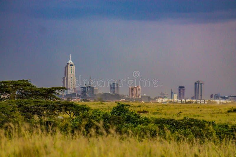 Landschap die stad van de horizon van Nairobi tonen royalty-vrije stock afbeelding