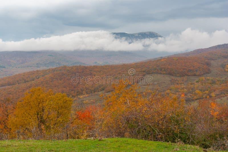 Landschap in Krimbergen bij dalingsseizoen royalty-vrije stock fotografie