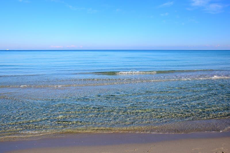 Landschap langs de kustlijn in Salento stock foto