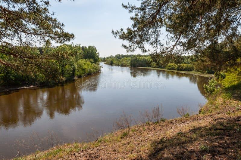 Landschap met de Teteriv-Rivier in de Oekraïne stock foto