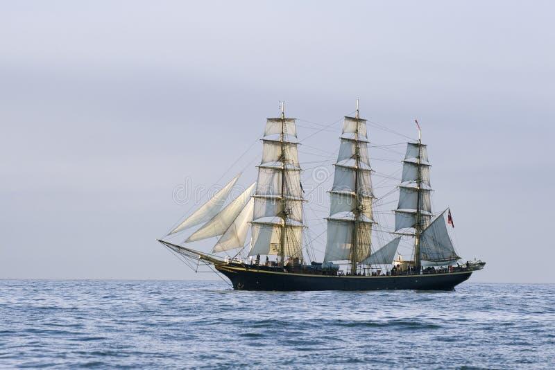 Landschap met een schip stock afbeeldingen