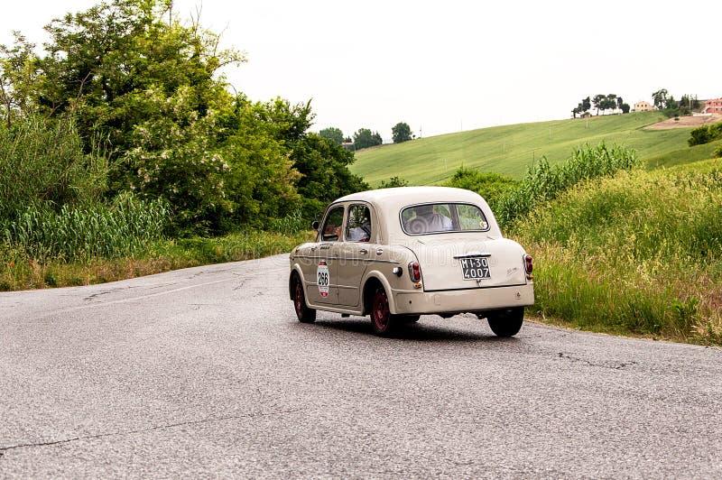 Landschap met FIAT 1100 berlina 103 royalty-vrije stock afbeelding