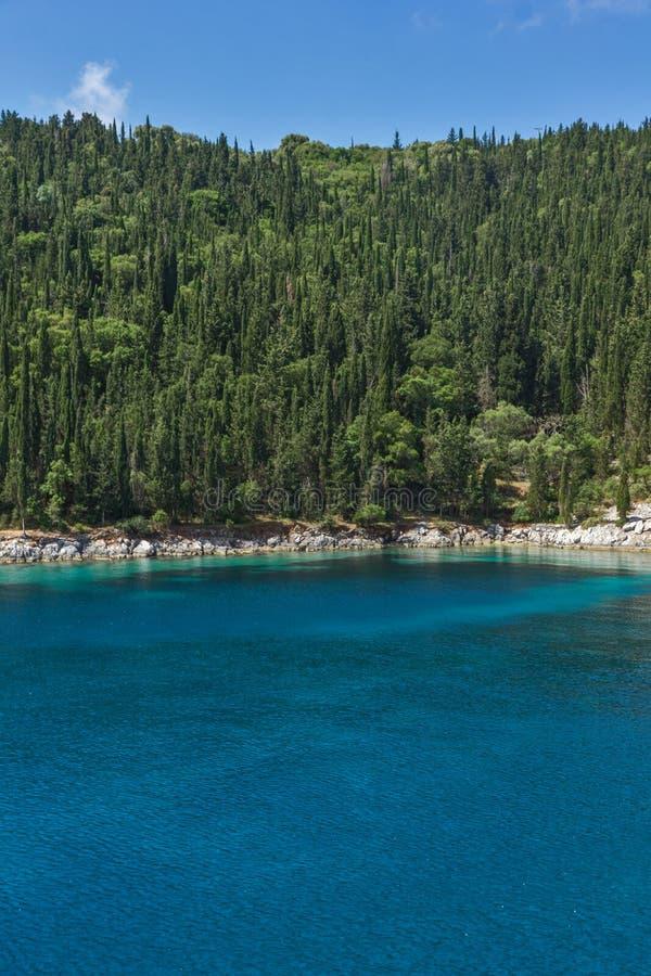 Landschap met Groen Bos rond het Strand van Foki Fiskardo, Kefalonia, Ionische eilanden, Griekenland stock foto's