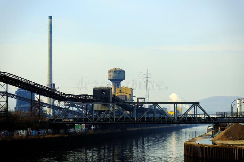 Landschap met industriële architectuur stock foto's