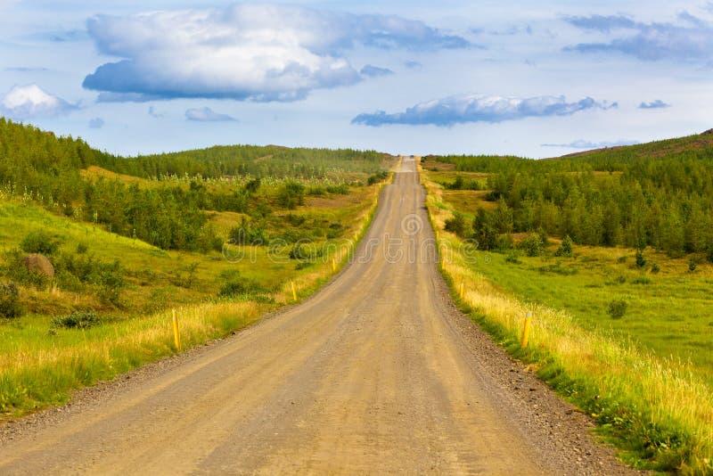 Landschap met Krommeweg in Noord-IJsland stock afbeelding