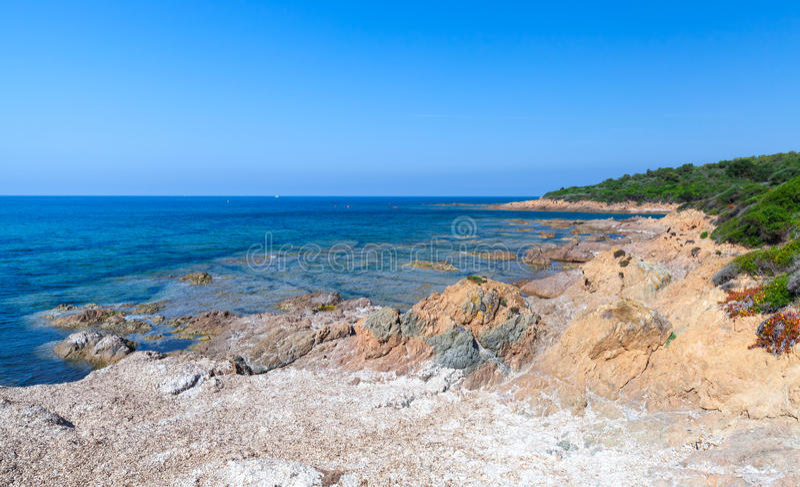 Landschap met leeg wild strand, Corsica royalty-vrije stock fotografie