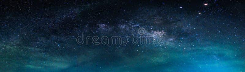 Landschap met Melkachtige maniermelkweg Nachthemel met sterren stock fotografie