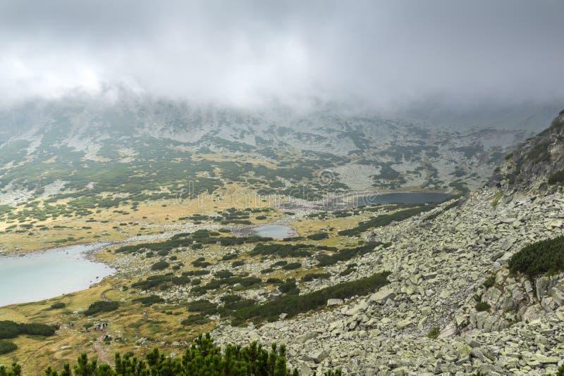 Landschap met mist over Musalenski-meren, Rila-berg, Bulgarije royalty-vrije stock foto