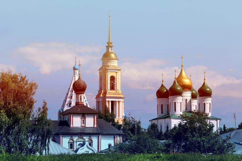 Landschap met mooie kerken stock afbeeldingen
