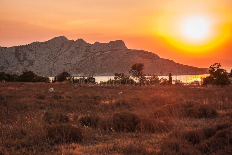 Landschap met overzeese baai op Eiland Aegina in Saronic-Golf, Gree stock afbeeldingen
