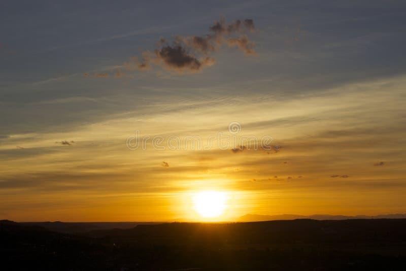 Landschap met zonsondergang stock fotografie