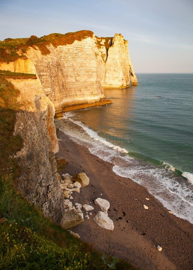 landschap op de kliffen van Etretat. Natuurlijke verbluffende klieren. Etretat, Normandy, Frankrijk royalty-vrije stock afbeeldingen