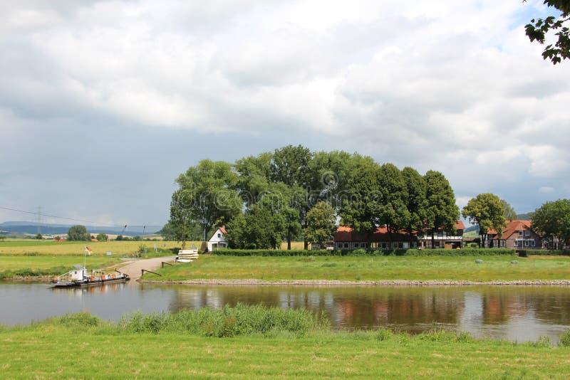 Landschap op de rivier stock fotografie