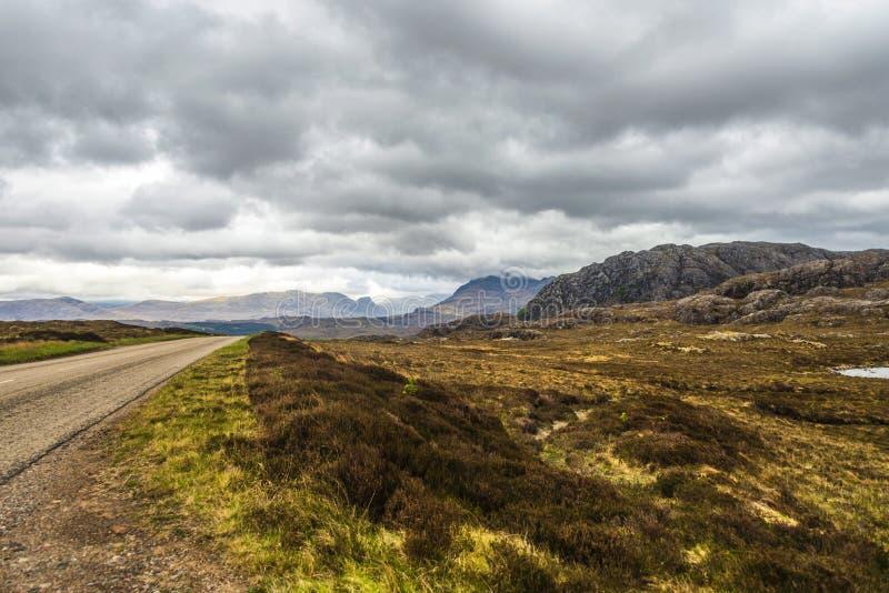 Landschap op de weg aan Gairloch, wester Ross royalty-vrije stock foto