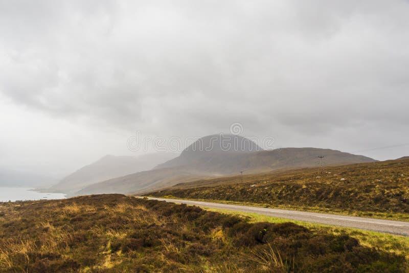 Landschap op de weg aan Gairloch, wester Ross royalty-vrije stock foto's